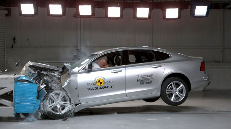 volvos-s90-en-v90-scoren-goed-in-crashtest