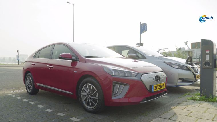 Dubbeltest Hyundai IONIQ electric vs. Nissan Leaf E+
