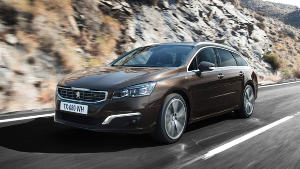 dubbeltest peugeot 508 sw en renault talisman estate anwb. Black Bedroom Furniture Sets. Home Design Ideas