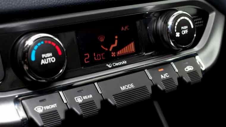 Auto interieur reinigen doe het zelf heico pakt de volvo for Auto interieur reparatie
