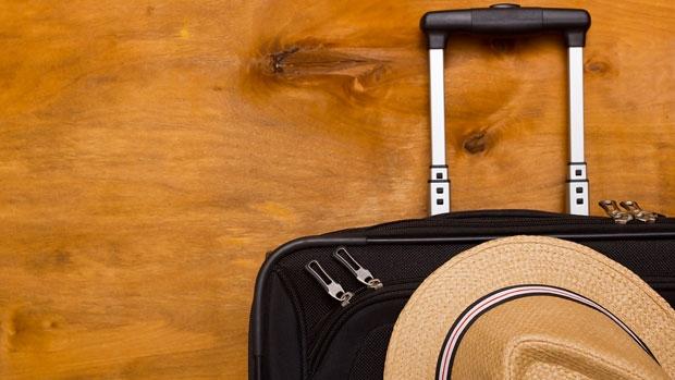 Schoudertas Voor Vakantie : Op vakantie met alleen handbagage bekijk d? tips anwb