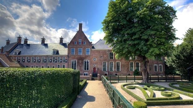 Verborgen hofjes en tuinen in nederland