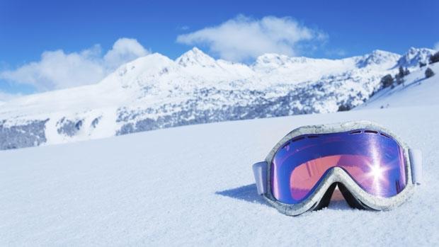 sneeuwbril-in-de-sneeuw-620x349.jpg